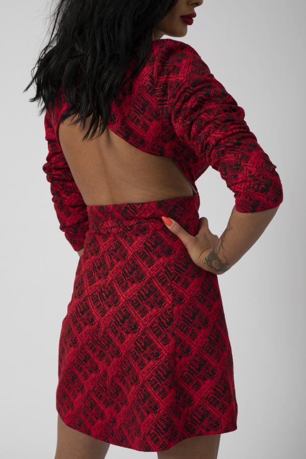 Sacou Madena Blaizar Dress potrivita pentru a fi purtata la evenimente precum nunta, botez, zi aniversara, etc cat si la o iesire in club cu prietenii.2