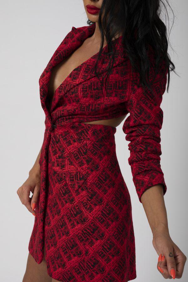 Sacou Madena Blaizar Dress potrivita pentru a fi purtata la evenimente precum nunta, botez, zi aniversara, etc cat si la o iesire in club cu prietenii.3