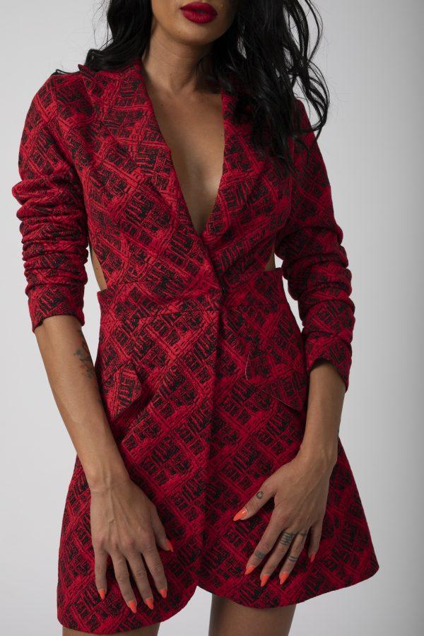 Sacou Madena Blaizar Dress potrivita pentru a fi purtata la evenimente precum nunta, botez, zi aniversara, etc cat si la o iesire in club cu prietenii.4